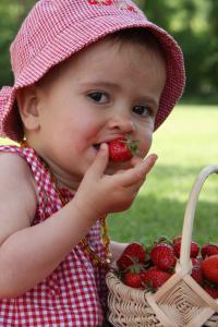 enfants et fraises