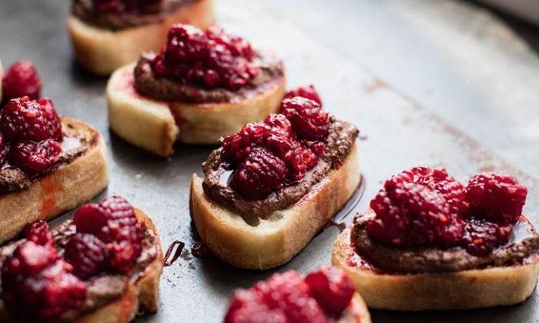 Croutons_pain_grillé_ricotta_chocolat_framboises