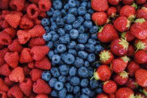 Framboises, bleuets, fraises