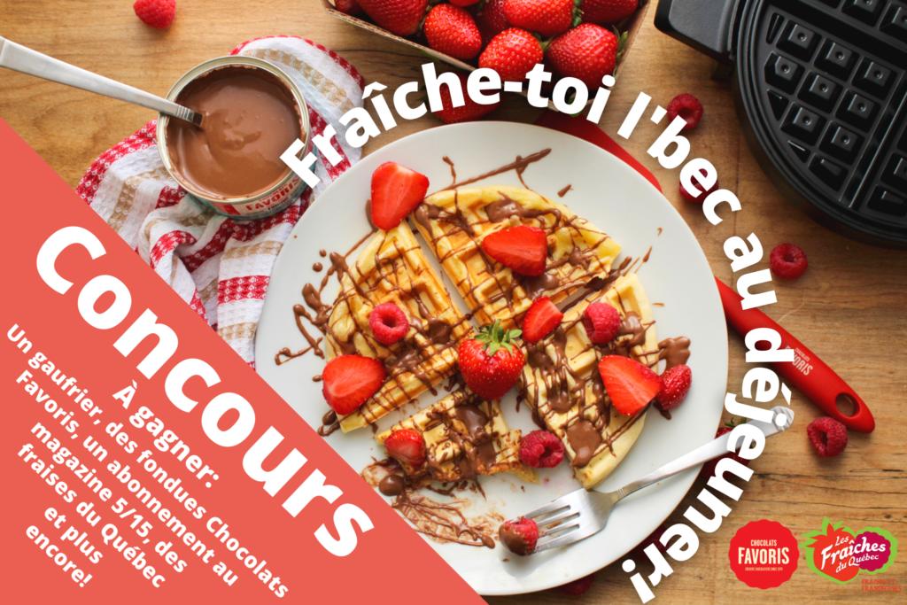 Une assiette de gaufre avec des fraises et des framboises, concours